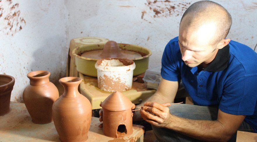 İzmir'e yerleşen Amerikalı Joel'den çömlek sanatı