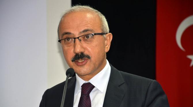 Kalkınma Bakanı Lütfi Elvan, Sinop'ta esnafı ziyaret edip sohbet etti (2)