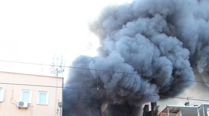 Bursa'da oto lastikçide korkutan yangın (2)