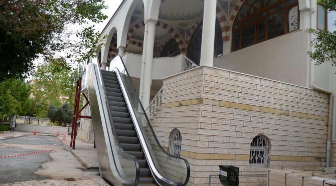 Antalya'da 2 camiye yürüyen merdiven