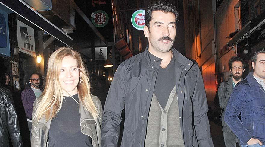 """Uğur Güven'i yalnız bırakmayan Kenan İmirzalıoğlu ve SiSinem Kobal, """"Biraz eğlenmeye geldik"""" diyerek soruları yanıtsız bırakıp konseri takip etti."""