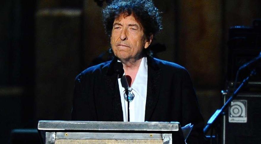 Bob Dylan'ın Desert Trip performansı bazı hayranlarınca eleştirildi.