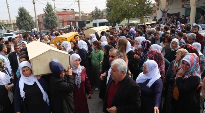 HDP'li milletvekilleri, ölü ele geçirilen 7 PKK'lının cenazesinde