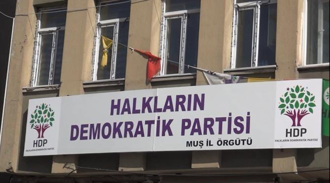Muş'ta HDP ve DBP binalarından FETÖ kitapları çıktı