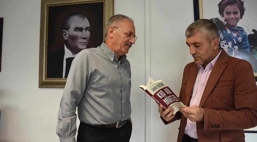 """SAYGI ÖZTÜRK FETÖ'CÜ DARBE GİRİŞİMİNİN PERDE ARKASINI YAZDI Muhabirimiz Ali Ekber Ertürk, SÖZCÜ Ankara Temsilcimiz ve yazarımız Saygı Öztürk'ün son kitabı """"Kod Adı Mürted"""" hakkında bilgi aldı. Saygı Öztürk, """"Yazdığım bu kitap bir başlangıç"""" diyerek kitabın devamının geleceğinin sinyalini verdi..."""