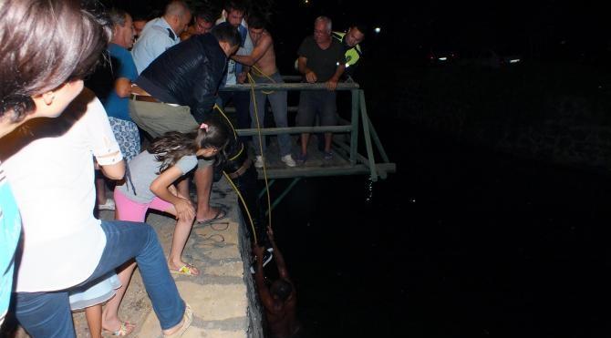 Dereye düşen alkollü genci mahalle sakinleri kurtardı