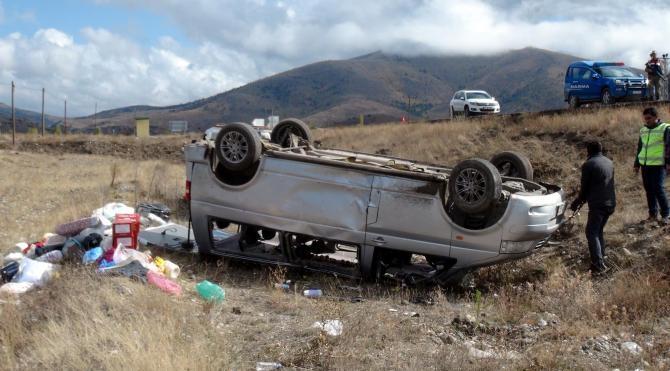 Minibüs takla attı: 1 ölü, 5 yaralı