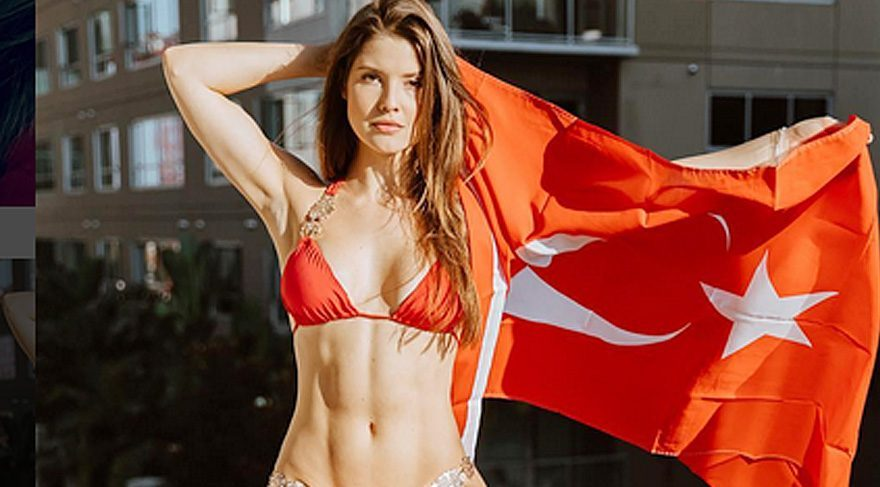 Amanda Cerny, Fenerbahçe formasıyla poz verdi