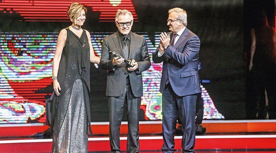 Ünlü oyuncu Harvey Keitel'a Yaşam Boyu Onur Ödülü verildi.