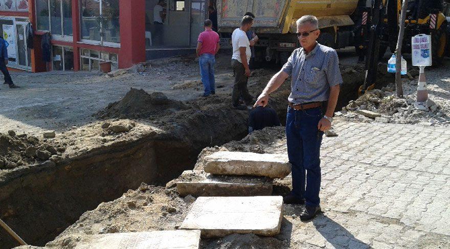 Kazılan çukurdan tarihi mezar taşları çıktı