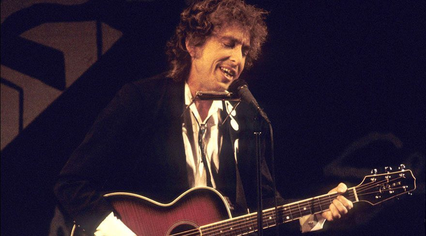 Akademi'den Bob Dylan'a: Kaba ve küstahça