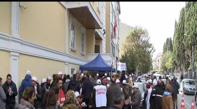 Greve çıkan işçiler Bakırköy Belediyesi önünde eylem yaptı