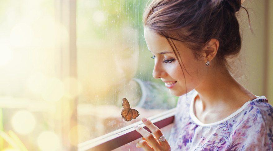 Merkür'ün Güneş'in kalbinde olması demek, evrenle olan iletişim bağının eksiksiz ve tam bir şekilde gerçekleşeceğini gösterir. Evrenin sizin isteklerinizi net bir şekilde duyacağına işarettir. Bu saatler arasında ağzınızdan çıkana, ne düşündüğünüze dikkat! Gerçekleşebilir.