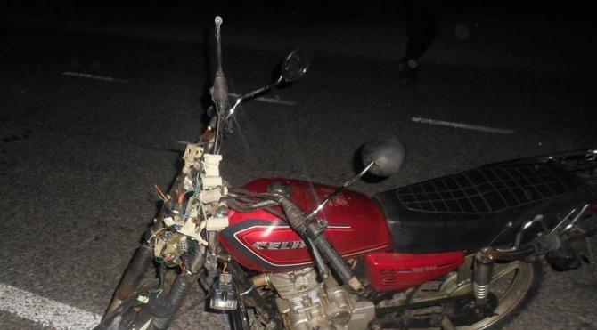 Motosiklet ata çarptı: 1'i ağır, 2 yaralı