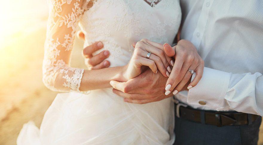 Terazi: Bazılarınız evlilik yolunda adımlar atabilirsiniz. Bazılarınız önemli bir iş anlaşması imzalayabilir veya ortaklık gerektiren işlere soyunabilirsiniz.