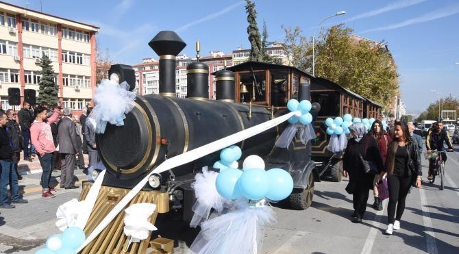 Kütahya'da lastik tekerlekli nostalji tren sefere başladı
