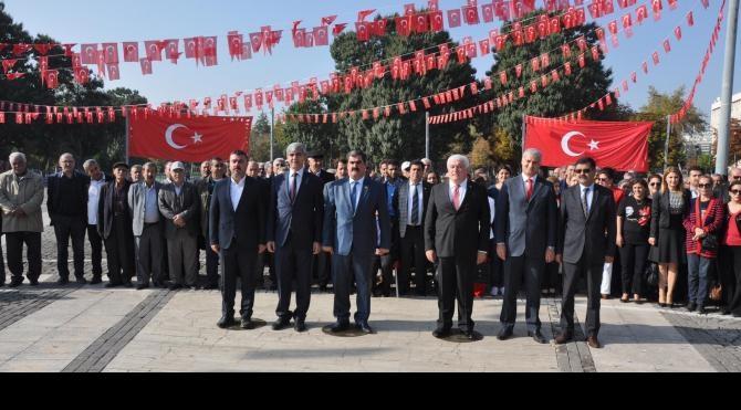 CHP'liler 29 Ekim'i kutladı