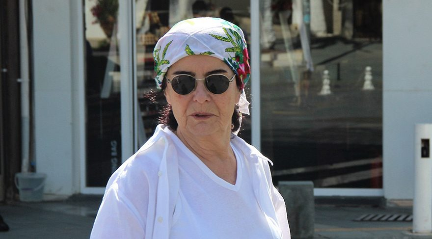 Fatma Girik savcılığa başvurdu, 50 yıllık hayranını şikayet etti