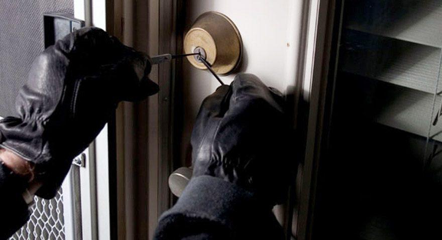Evine giren hırsızı öldürdü, tahliye edildi