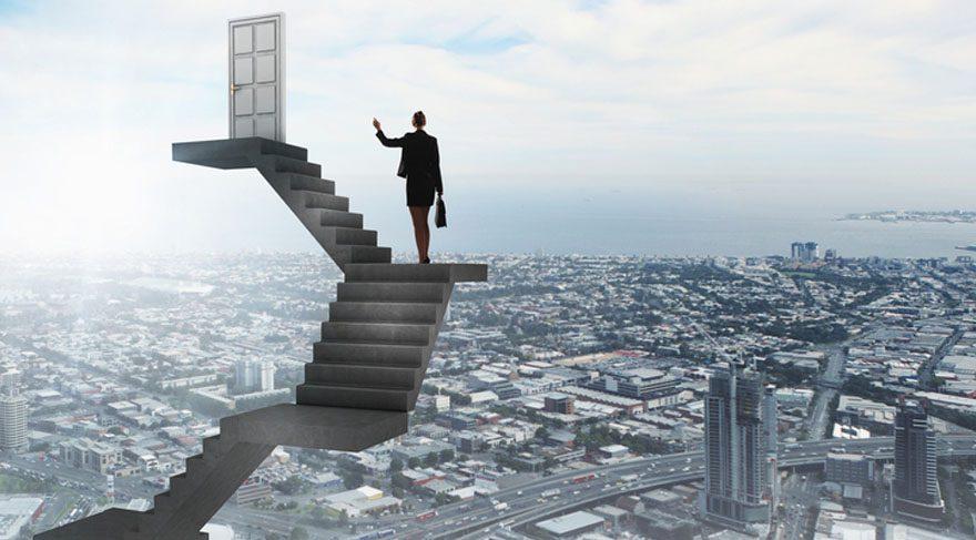 İkizler: İş ve kariyerinizle ilintili konularda özellikle kadın figürlerle ve yöneticilerle ilişkilerde zorlanma veya hayal kırıklığı söz konusu olabilir. Kariyerinizle ilgili konularda gerçekçi olmayı elden bırakmamanız gerekiyor.