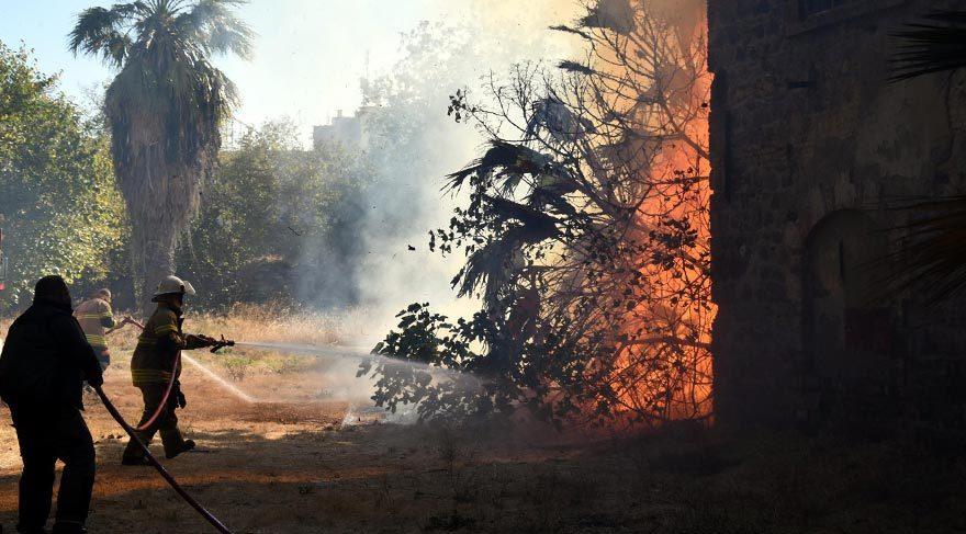 İzmir'de Şark Sanayi arazisinde korkutan yangın