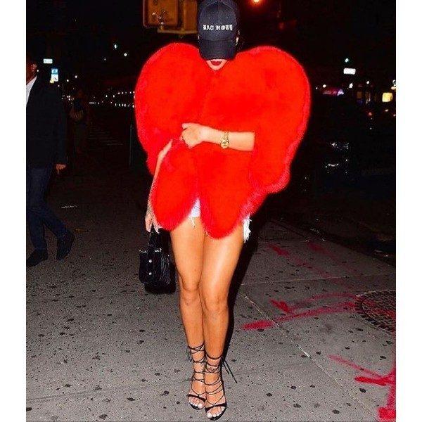 Rihanna kalp_palto_7