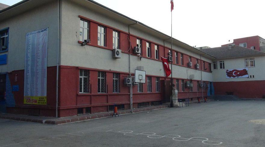 Mersin'de ortaokul müdüründen harem-selamlık talimatı