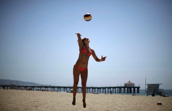 plajda-voleybol  Kalori yakmanın en verimli yolu nedir? İşte kilolarınızdan kurtulmanızı sağlayacak 36 etkili yöntem... plajda voleybol