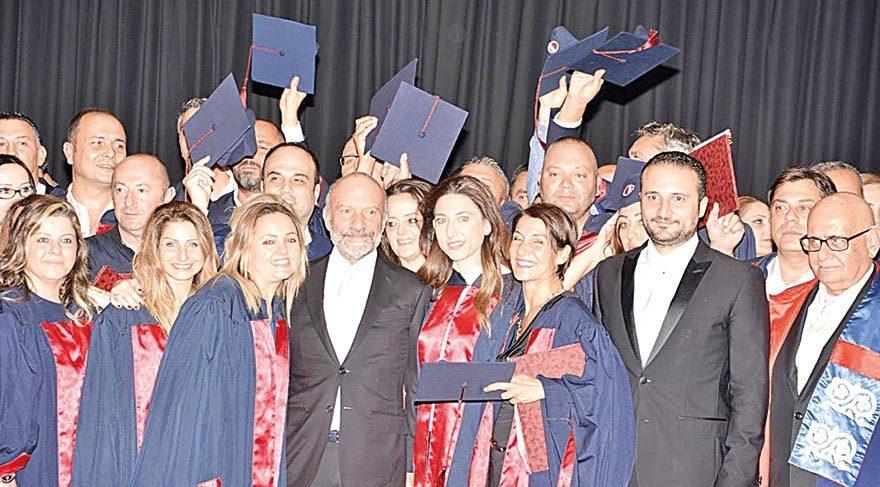 21 yıl sonra gelen mezuniyet töreni