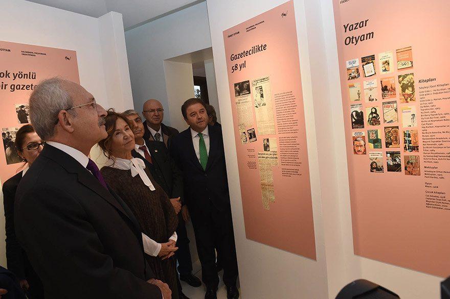 FOTO - DHA : CHP Genel Başkanı Kemal Kılıçdaroğlu dün akşam Maltepe Belediyesi'nin yaptığı Fikret Otyam Sanatevi'nin açılışını yaptı.