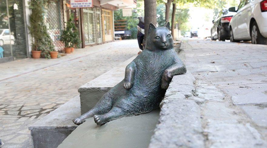 Kadıköy'ün kedisi Tombili'nin heykeli açılıyor