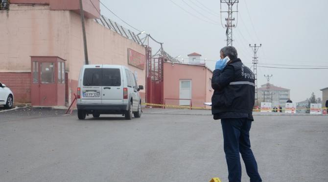 E Tipi Kapalı Cezaevi önünde silahlı kavga: 3 yaralı