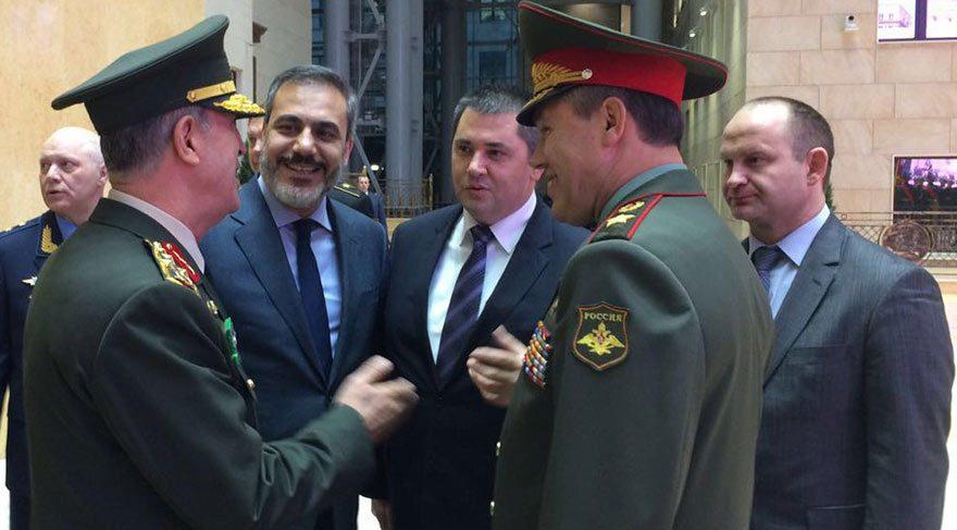 Genelkurmay Başkanı Orgeneral Hulusi Akar ile MİT Müsteşarı Hakan Fidan birlikte 1 Kasım'da Moskova'ya ziyaret