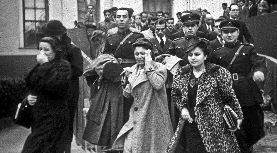 Türk Milleti, Atatürk'e gözyaşları arasında veda etti.