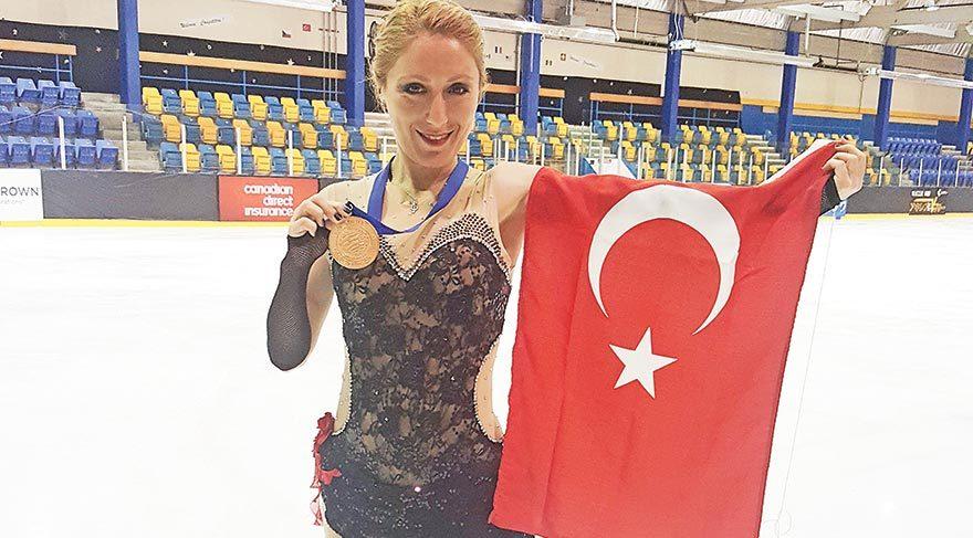 Türk Bayrağını gururla dalgalandırdı