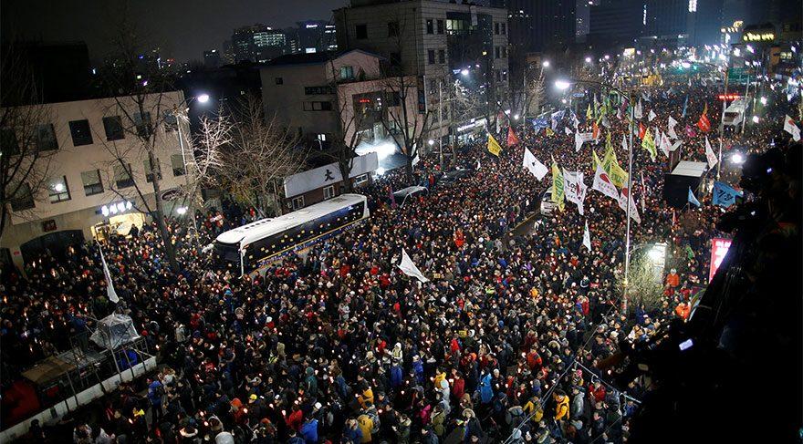 Milyonlar sokaklara döküldü, Cumhurbaşkanı'ndan istifa açıklaması!