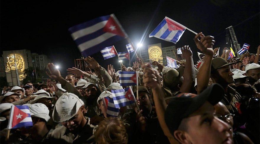 Castro'nun külleri 'devrim' yolunu takip edecek