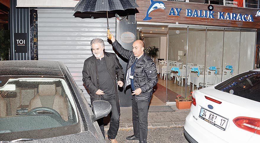 Şemsiyeyi açtı bahşişi kaptı