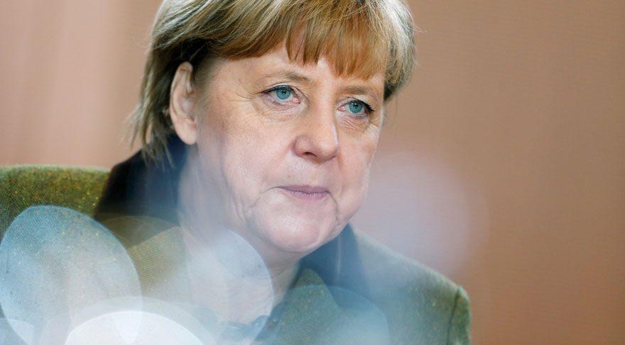 Merkel, Türkiye ile AB üyelik müzakerelerinde yeni başlıkların açılmasına karşı