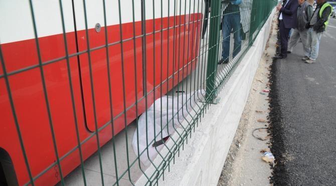 Tramvayın altında kalarak hayatını kaybetti