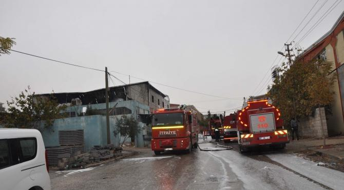 Gaziantep'te, oyuncak fabrikasında yangın paniği
