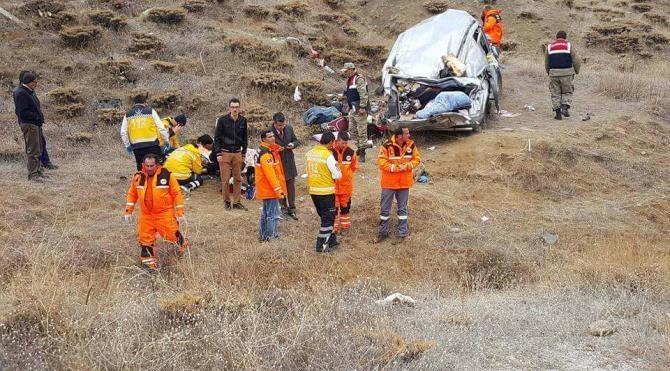 İmranlı'da trafik kazası: 1 ölü, 6 yaralı