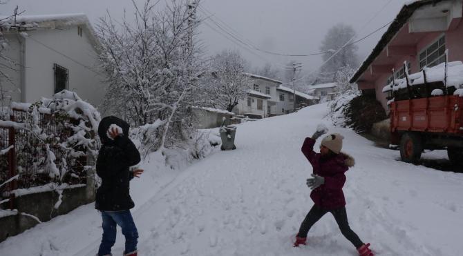Samsun'un yüksek kesimlerinde kar yağışı