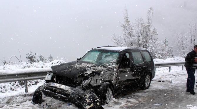 Kastamonu'da otobüs ve otomobil çarpıştı: 2 yaralı