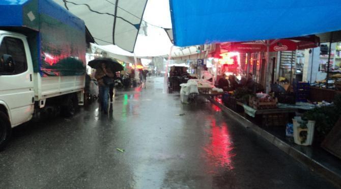 Fırtına ve yağmur Tire'de hayatı zorlaştırdı