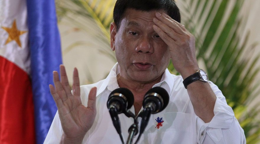 Filipinler lideri nin konvoyuna bombalı saldırı