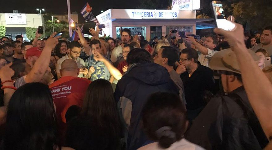 Son dakika… Fidel'in ölüm haberini alan Kübalılar kutlama yaptı