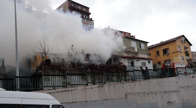 Kentsel dönüşümde boşaltılan gecekondu yandı
