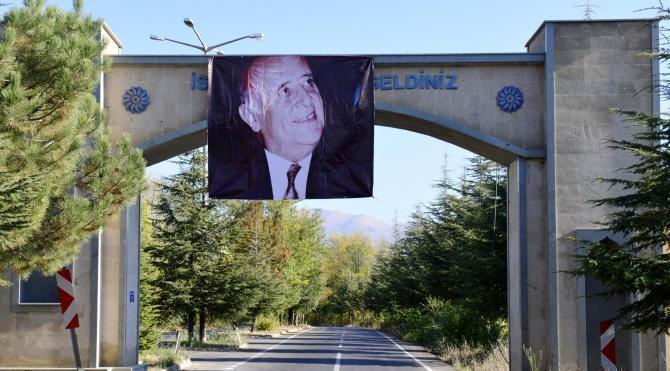 Demirel'in 92'nci doğum gününde mezarı başında anıldı