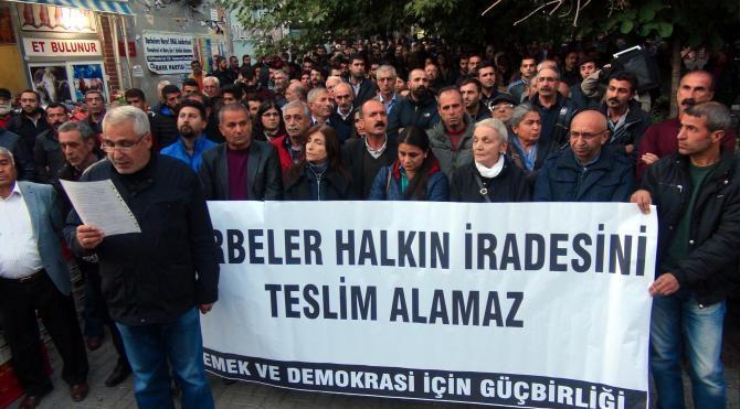Tunceli'de HDP'li milletvekillerinin gözaltına alınıp tutuklanması protesto edildi